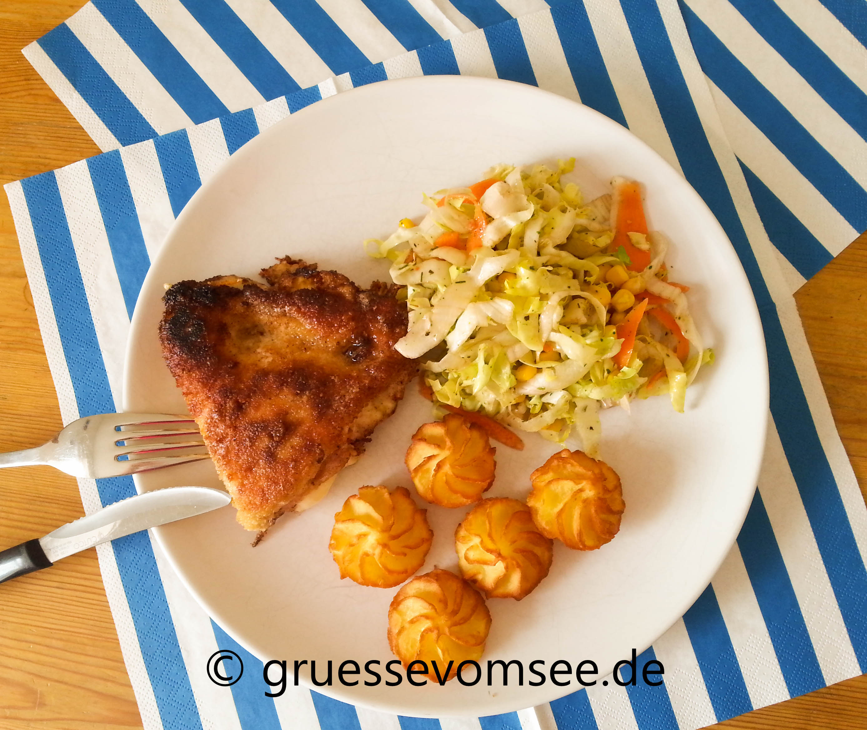 Puten_Cordon_Bleu_potato_wedges_salat