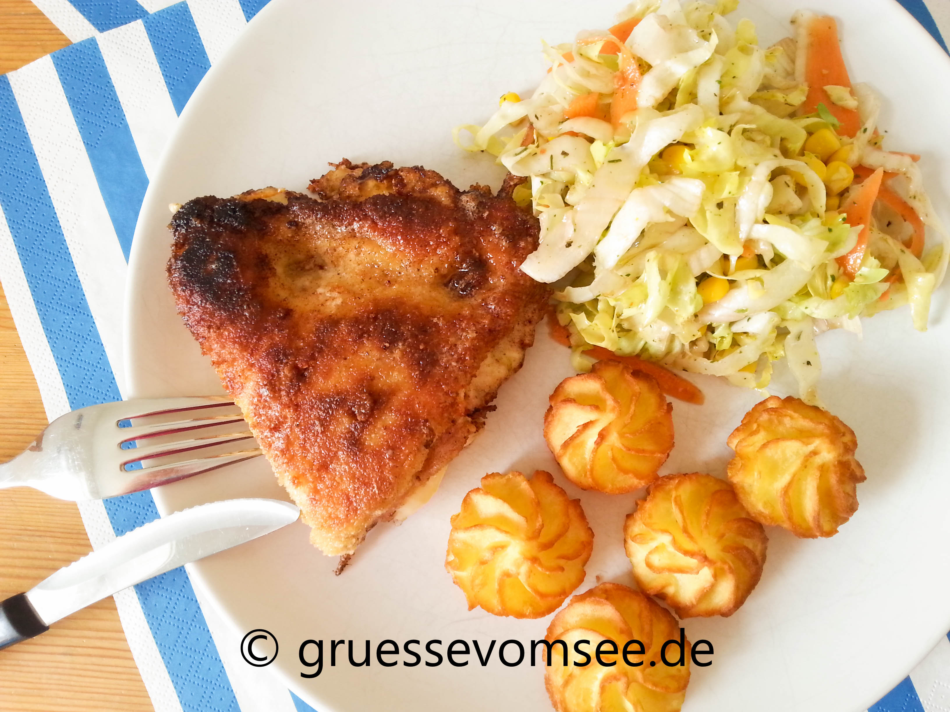 Puten_Cordon_Bleu_Potato_wedges_Salat