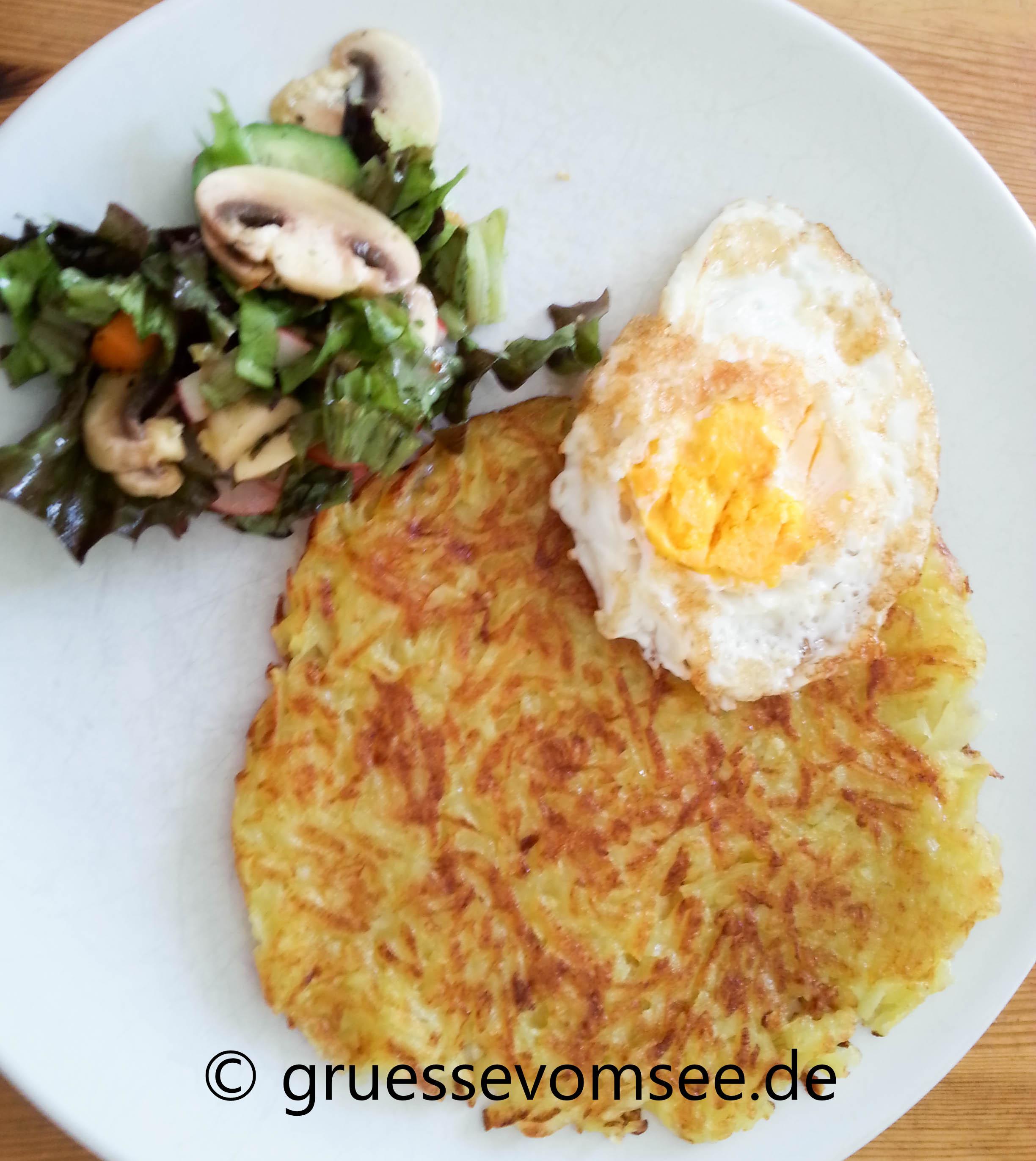Roesti_Spiegelei_Salat