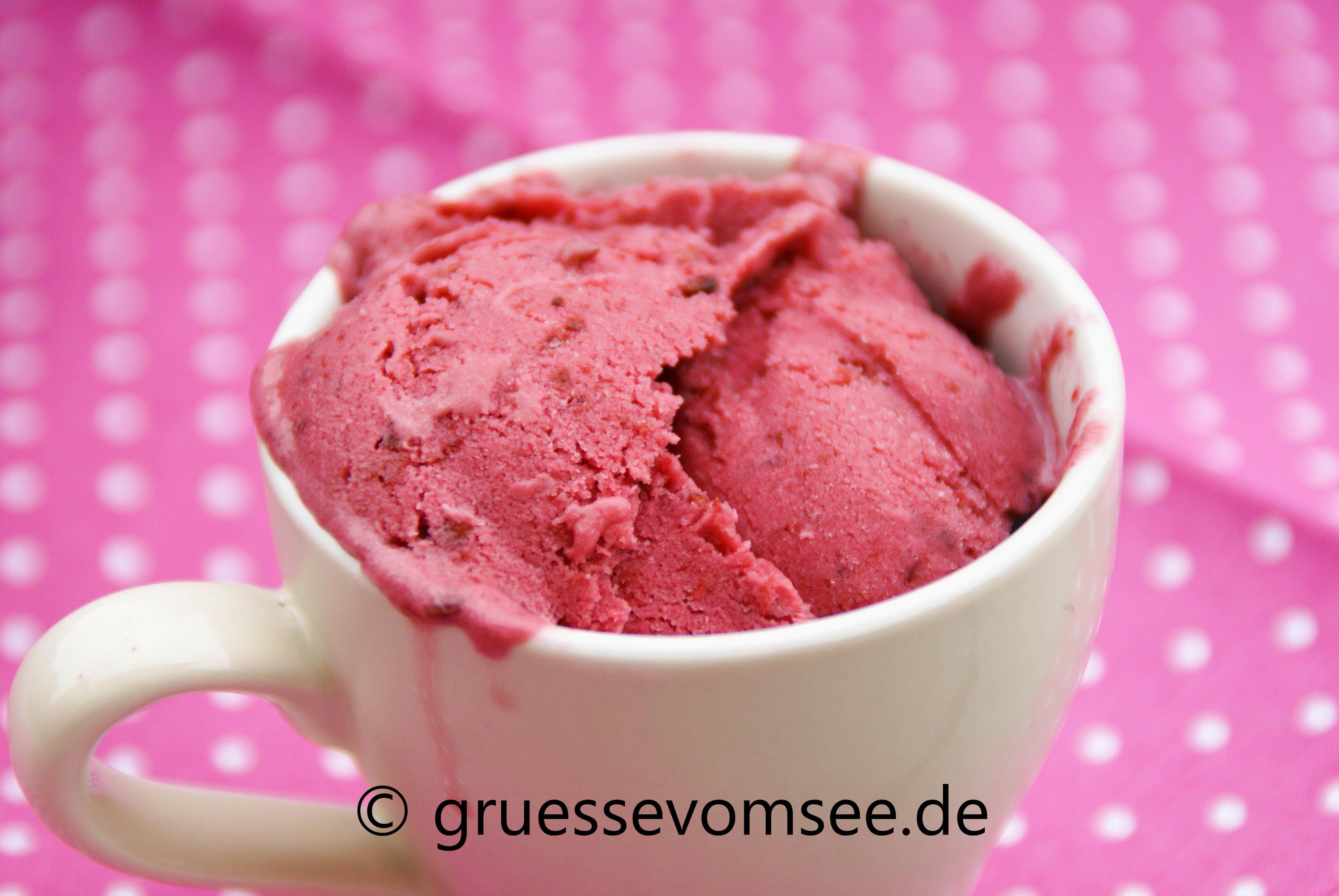 Brombeer_Joghurt_Eis_Gruessevomsee